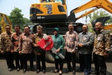 "Wali Kota Risma : ""Hibah (Alat Berat) Dari Bank Jatim, Tepat Untuk Hadapi Ancaman Banjir Surabaya"""