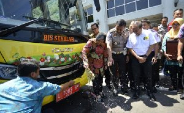 Bus Sekolah Jalur Barat Ke Pusat Kota Surabaya, Diresmikan.