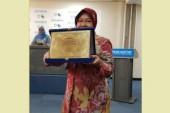 "Direktur Eksekutif UN-Habitat : ""Wali Kota Risma Pantas Menerima PenghargaanScroll of Honour Award ""."
