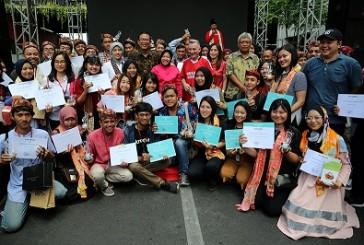 52 Anak Muda Surabaya Dapat Penghargaan dari Wali Kota Risma dan Wakil Wali Kota Liverpol Gary Millar