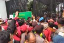 500 Customer Sipoa Serbu Kantor Kejati Jatim