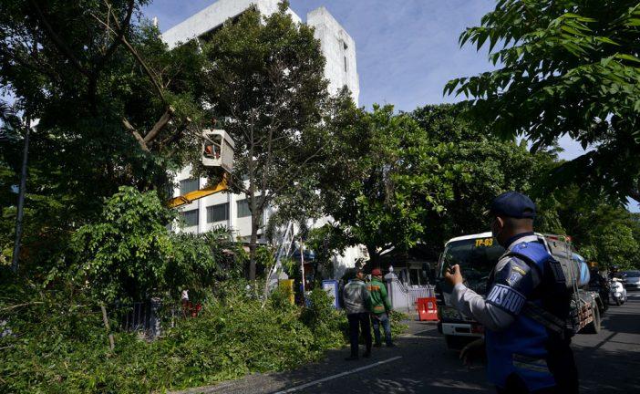 Bongkar Pagar Hotel, Pelebaran Jl Simpang Dukuh Surabaya Lancar
