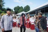 "Bupati Sukiman Azmi : ""Saya Sudah Buktikan, SDN 1 Obel – Obel Tahan Gempa""."