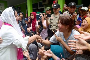 Ibu Negara Hibur Dan Semangati Warga Terdampak Banjir Di Tangerang