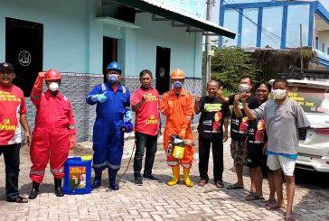 Giat Relawan Ning Lia Perangi Covid-19 Dan Nyamuk DB Di Tapal Batas Kota Surabaya