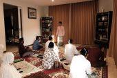 Jadi Imamdan Khotib, Wagub Jatim Emil Dardak Sholat Ied di Kediaman