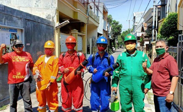 Ban Mobil Bocor, Komandan SC Tetap Giat Semprotan Disinfektan dan Fogging Bersama Relawan dan Warga Dukuh Setro