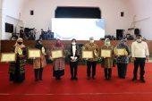 37 Lembaga Pemberi Bea Siswa Pendidikan Dapat Penghargaan Dari Wali Kota Risma